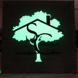 내부적으로 Translucent Plexi Faces를 가진 Vinly를 가진 Illuminated Sign Logo