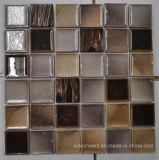 陶磁器の正方形のモザイク装飾的なタイル