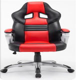 Jogo executivo moderno do computador que compete a cadeira