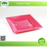 Plat en plastique avec la couleur