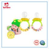 Alimentatore della frutta fresca del silicone del giocattolo di crepitio per il bambino
