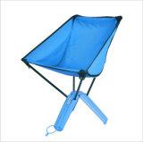 青コップの折りたたみ椅子