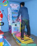 Grande esercitazione del pattinatore di velocità dello schermo che fa scorrere la macchina del gioco della galleria