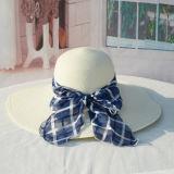 Praia de chapéu de palha de papel com o logotipo Customed Bow Mulheres