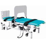 Equipo de rehabilitación del paciente arreglar la cama de masaje de formación