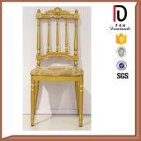 Las sillas exquisitas de la corona para el restaurante del hotel utilizaron