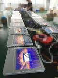 17 - Trasporto della città di pollice che fa pubblicità al comitato dell'affissione a cristalli liquidi della visualizzazione che fa pubblicità al contrassegno di Digitahi
