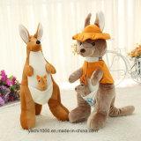Juguete del canguro de la felpa con el sombrero