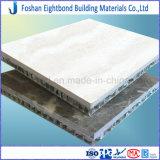 雪白いカラーLimstone石造りサンドイッチ壁のタイルのためのアルミニウム蜜蜂の巣のパネル