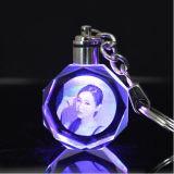Graveerden de douane Gepersonaliseerde Sleutelringen 3D Kristal Keychain van de Foto van de Laser voor Gift