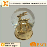 Projeto dourado dos alces para o globo da neve do Natal