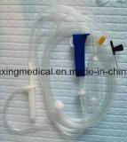 Beschikbare Infusie die met Enige Gevleugelde Naald wordt geplaatst