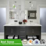 ミラーとの現代浴室の虚栄心デザイン