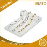 Plateau en plastique acrylique blanc fait sur commande d'étalage de collier