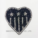 Fer de Rhinestone de broderie de forme de languette de coeur de mode sur l'insigne d'accessoires de connexion