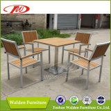 Polywood che pranza insieme, insieme pranzante di legno di plastica