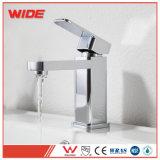 Misturador de bacia de design simples toque de banho de latão torneira com alavanca única