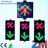 Cruz vermelha da entrada de automóveis do diodo emissor de luz e sinal da seta/luz de sinal verdes controle da pista