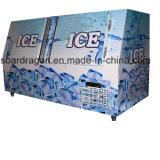 Especialista das técnicas mercantís inclinado do gelo da porta para o uso do posto de gasolina