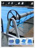 Couverture solaire de /Attaching de modèle de bobine neuve de couverture à la bobine
