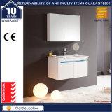 Шкаф мебели ванной комнаты лака твердой древесины белой установленный стеной