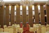 ホテルの宴会ホールのための音響の操作可能な隔壁