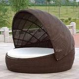 Sofà di menzogne del Lounger della base della mobilia del giardino del ricorso di festa del Daybed esterno del rattan con la tenda