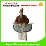 Antiguo bailarín mujer escultura de cerámica con ventilador plegable