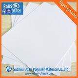 100cm*70cmの標準サイズ光沢のあるPVCシート、白い光沢のあるPVC堅いシート、シルクスクリーンの印刷のための白いPVCシート