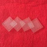 穴が付いている正方形の明確な水晶ガラス板