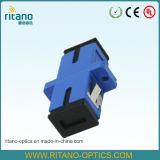 ScのアダプターW/Flange青い低損失0.15dBを合わせるシンプレックスシングルモード光ファイバパッチケーブル