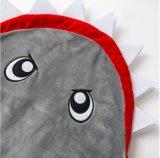 El tiburón de la franela embroma los sacos de dormir