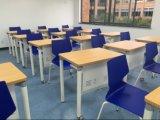 Nuevo escritorio del estudiante del uso uno de la escuela del diseño