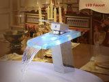 Décolorer Puce LED en verre cascade Bassin chromé robinet