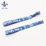 Heißes Verkaufs-preiswertes kundenspezifisches Polyester gesponnene GewebeWristbands für Sport