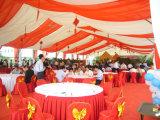 De grote Romantische Tent van de Markttent van het Huwelijk voor 500 Mensen met de Duidelijke Vensters van de Kerk