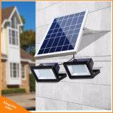 LEDの屋外の庭の街灯のための2つのフラッドランプが付いている太陽洪水ライト
