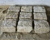 Granito beige arrugginito naturale di colore giallo G682 che pavimenta la pietra del cubo