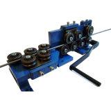 Il filo di acciaio automatico che raddrizza e tagliatrice prende il sistema della bobina