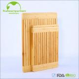 Tableau de découpage en bambou branché par silicones culinaires de bord