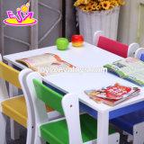 1개의 테이블 및 4개의 의자 W08g240로 놓이는 새로운 최신 취학 전 나무로 되는 아이들 테이블 및 의자