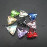 Het Punt van de driehoek terug met Klauw naait op Bergkristal voor het Kledingstuk van de Dans (sW-Driehoek 18mm)