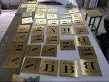 Chapado en oro personalizada cubierta metálica de acero pulido pintura soporte de firmar la recepción del hotel