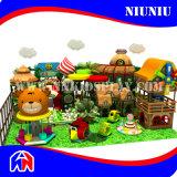 Patios de interior del centro recreativo del parque de atracciones de los niños