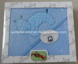ギフト用の箱の刺繍が付いている100%年の綿の赤ん坊のフード付きタオル