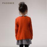 Phoebeeのばねか秋の間着ている卸し売り子供のニットウェアの女の子