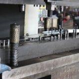 Verbiegendes Metall, das Teil für Aufbau stempelt