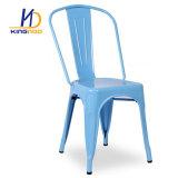 Tolix Metall, das Stühle speisend stapelt