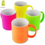 Taza de café de cerámica del color chispeante