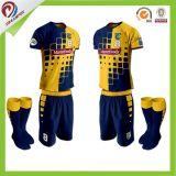 Migliore uniforme su ordinazione di calcio di qualità per il capretto con 100%Polyester